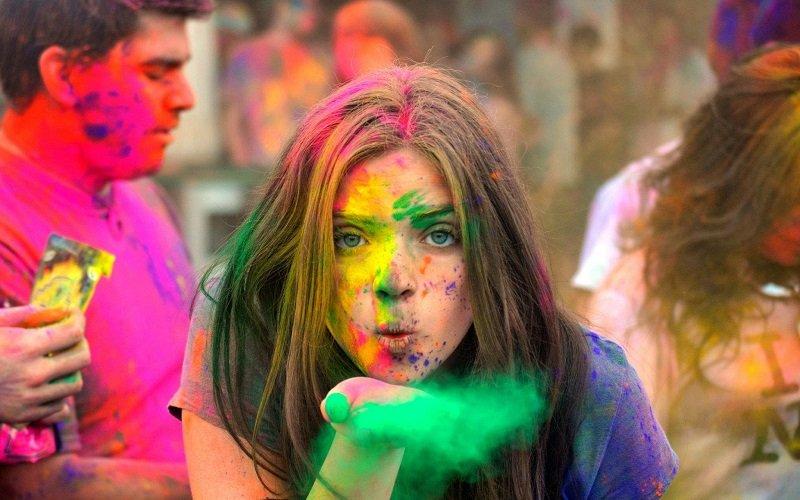 Божевільне індійське свято кольорів - всі замурзані, та щасливі. Як, щоб зробити таке дома?