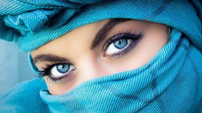 Чи пов'язаний колір очей з кольором волосся?