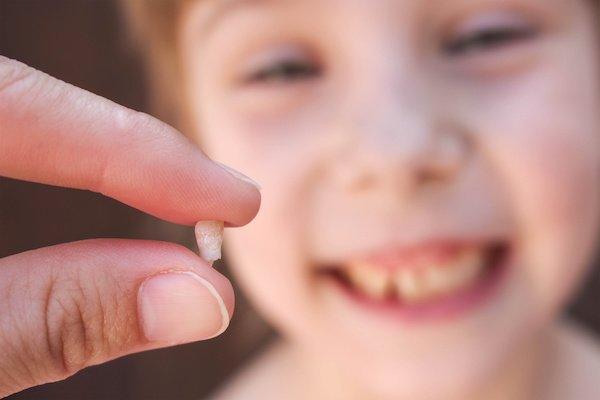 Що можна робити з дитячими молочними зубками?