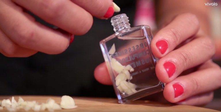 Ось чому слід класти часник в пляшку з лаком для нігтів
